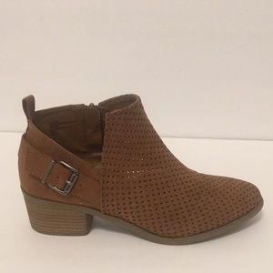 Universal Thread brown ankle boots booties 9